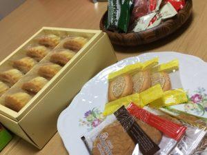作業後のおやつタイム(お茶とお菓子)の写真